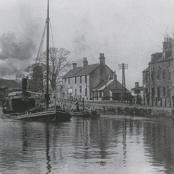 Boat al Lock 16