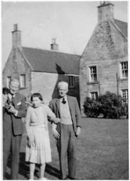 Illus 34: Thomas Willing and Mabel Marie Stirling with their son Arthur Charles Stirling at Muiravonside House.